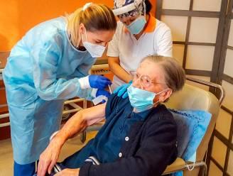 Italiaanse vrouw van 108 krijgt coronavaccin