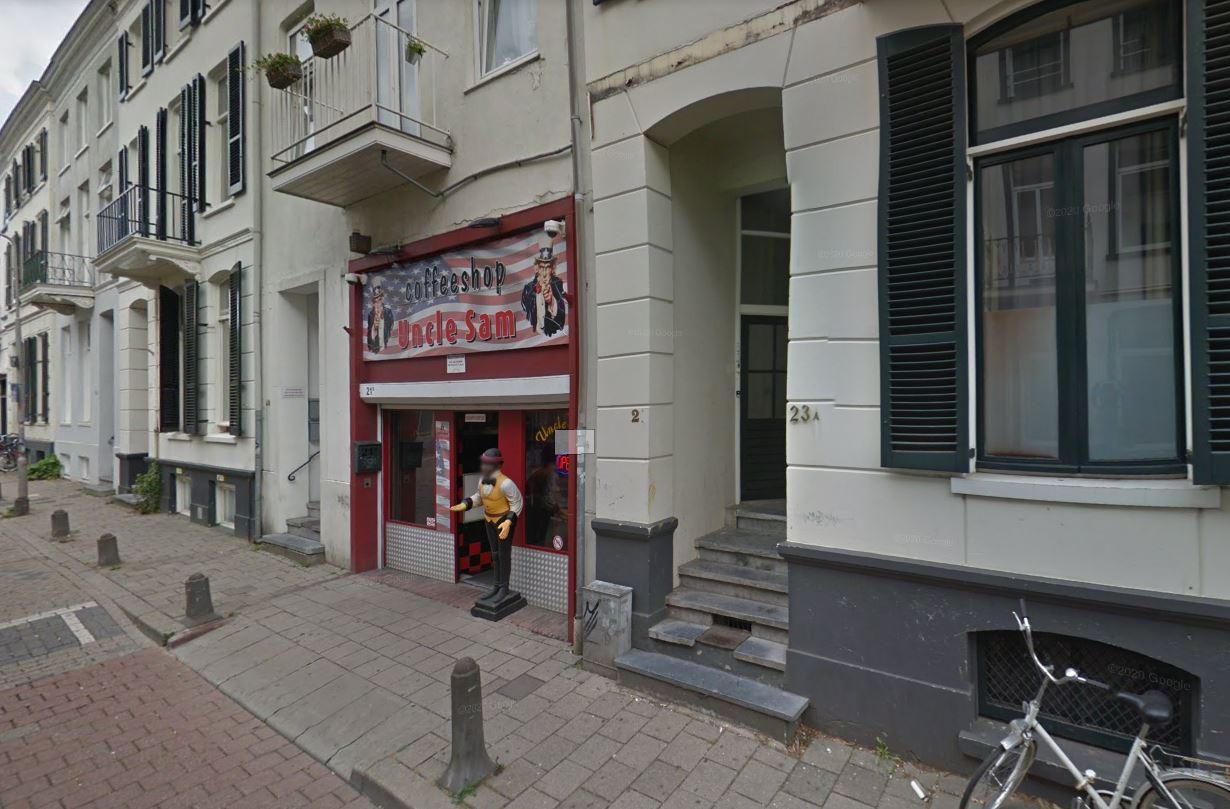 Het lijkt me sterk dat donkere mensen een racistische coffeeshop bezoeken    Foto   gelderlander.nl