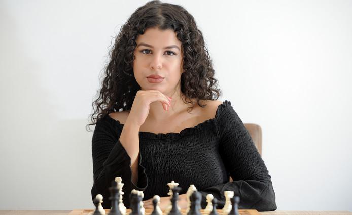 Mahsa Bitalzadeh zit nog maar zelden achter een schaakbord.