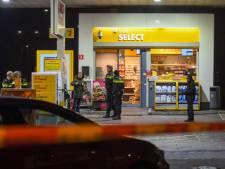 Geld buitgemaakt bij overval op tankstation in Alphen: verdachte spoorloos