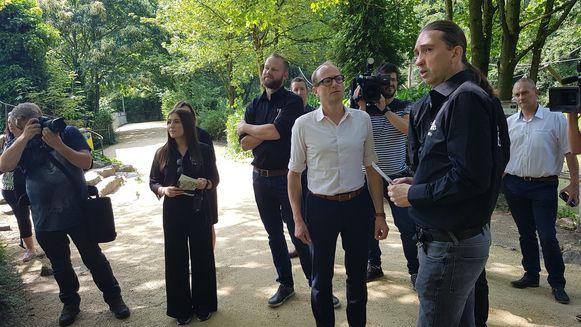 Minister Ben Weyts kreeg uitleg van Tommy Pasteels, Wim Verheyen en bioloog Robby Van der Velden.