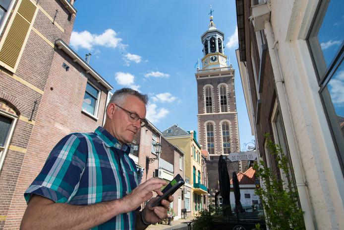 Stadsbeiaardier Frans Haagen bij de Nieuwe Toren in Kampen.