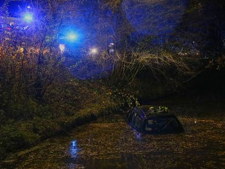 Bestuurder te water geraakte auto in Uden ging thuis douchen na ongeluk