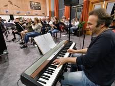 Harmonie Ootmarsum op avontuur met smartlappenband Diep Triest