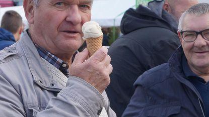 Genieten van terrasjes en ijsjes op zonnige Omloop Van Het Houtland