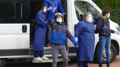 """Besmette bewoners van dienstverleningscentrum keren na twee weken terug uit quarantaine, mét escorte van de brandweer: """"Een emotionele opsteker voor iedereen"""""""