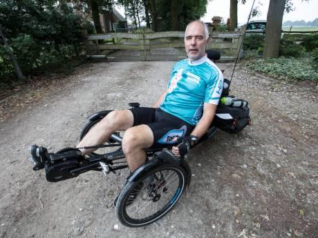 Ruud Overes uit Eersel gaat op een ligfiets Europa rond