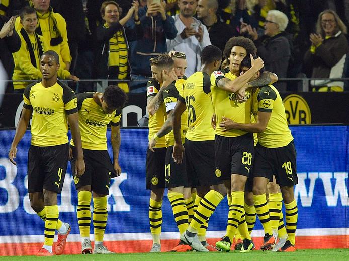 Borussia Dortmund viert feest na de 2-1 van Wolf.