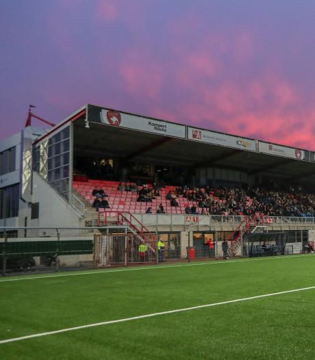 Stadion TOP Oss beklad aan vooravond van derby met FC Den Bosch, ook spandoek bij De Vliert