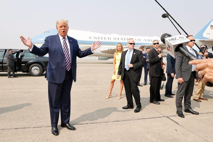 President Donald Trump tijdens een persmoment op de particuliere luchthaven Sacramento McClellan Airport, maandag.