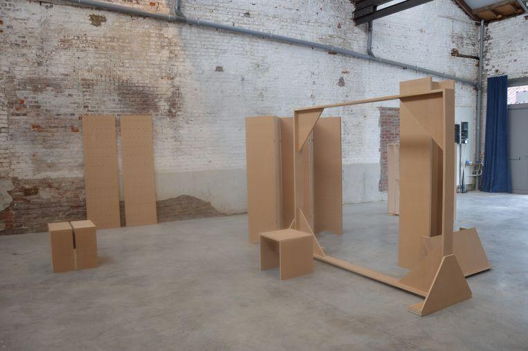 Het kunstwerk 'Set Pieces' van kunstenaars Hans Demeulenaere en Marc Nagtzaam in garage Neven.