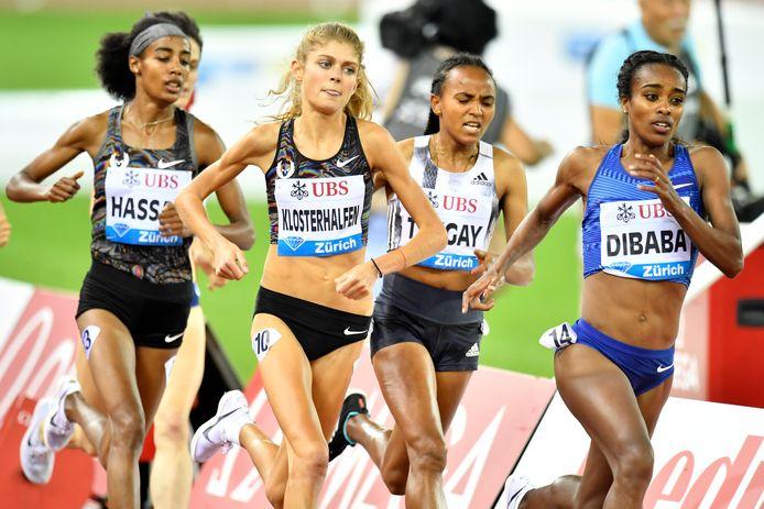 Genzebe Dibaba (r) vorige maand op de 1500 meter in Zürich, links Sifan Hassan.