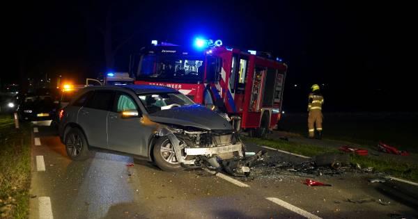 Traumaheli rukt uit voor zware botsing tussen drie auto's in Zevenaar.