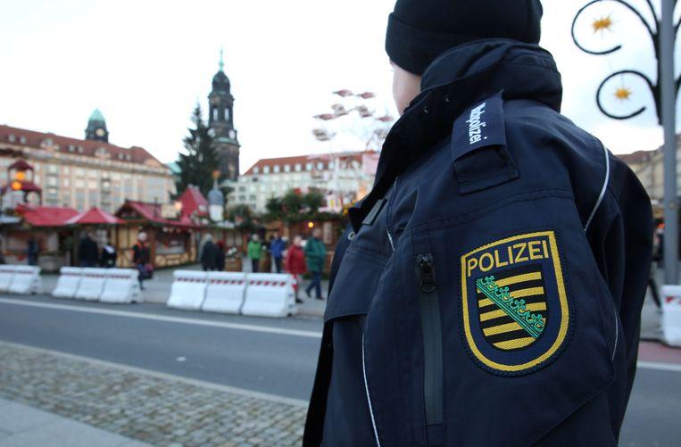 Betonblokken moeten de kerstmarkt van Dresden beschermen.