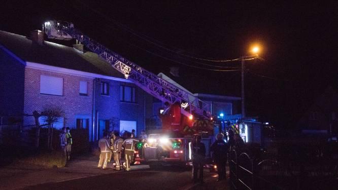 Brandweer rukt uit voor schouwbrand in Leeuwstraat, schade valt uiteindelijk mee