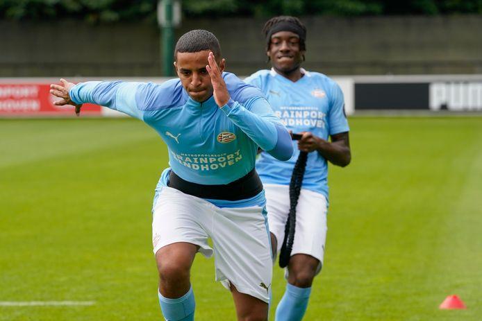 Mohammed Ihattaren en Noni Madueke op de training van PSV gisteren.