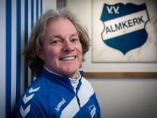 Waarom zou Ad van Seeters op zijn 68ste denken aan stoppen. 'Ik weet niet beter dan het weekend er is voor het voetbal'