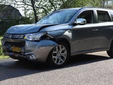 Voertuigen lopen fikse schade op door ongeval in Ophemert