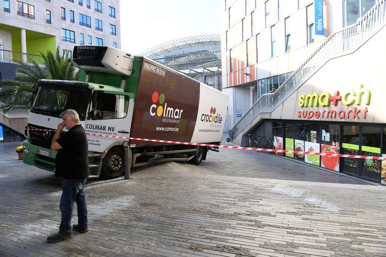 De 63-jarige chauffeur Danny rijdt zich vast op de trappen van een supermarkt aan het station in Leuven.