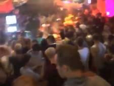 Feestvierders hutje mutje op elkaar in Spijkenisser cafés (maar sancties blijven uit)