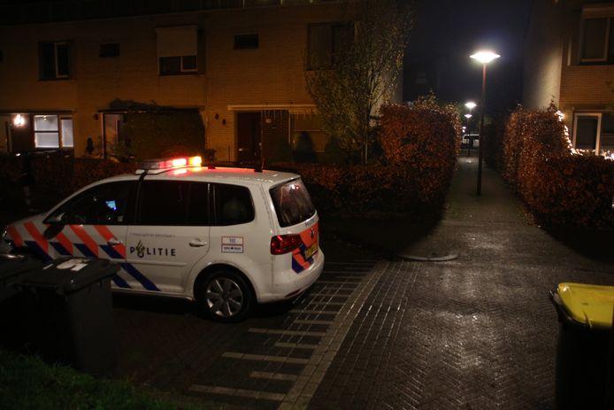 Politie ter plekke na een schietincident in Lelystad, maandagavond.