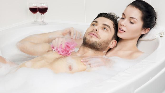 Vergeet het bed! Beste seks hebben we in... de badkamer ...