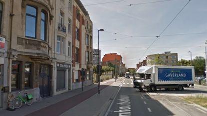 """Antwerps stadsbestuur sluit café na aanhoudende overlast: """"Grote blok hasj tussen radiator verstopt"""""""