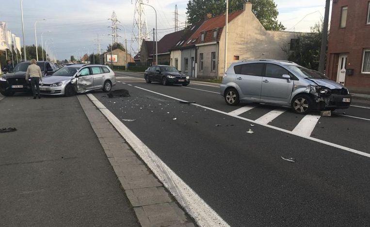 De auto's liepen flink wat schade op.