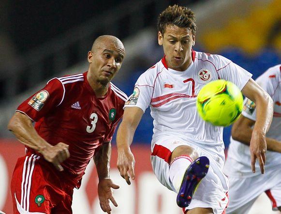 Youssef Msakni (r) met de nationale ploeg van Tunesië tegen Marokko.