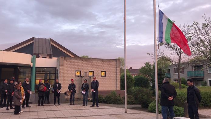 De RMS-vlag werd zowel in Middelburg (foto) als in Oost-Souburg halfstok gehangen om de gevallenen te gedenken en daarna in top gehesen.