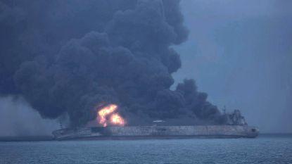 Brandende olietanker dreigt te ontploffen: vrees voor een van de grootste milieurampen ooit