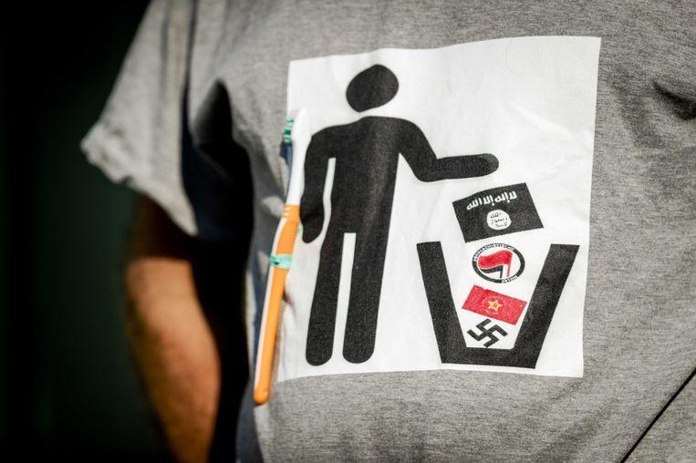 De beeltenis op het shirt van de Pegida-voorman. Beeld ANP