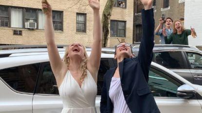 Liefde in coronatijden: New Yorks koppel getrouwd door vriend vanuit flatraam