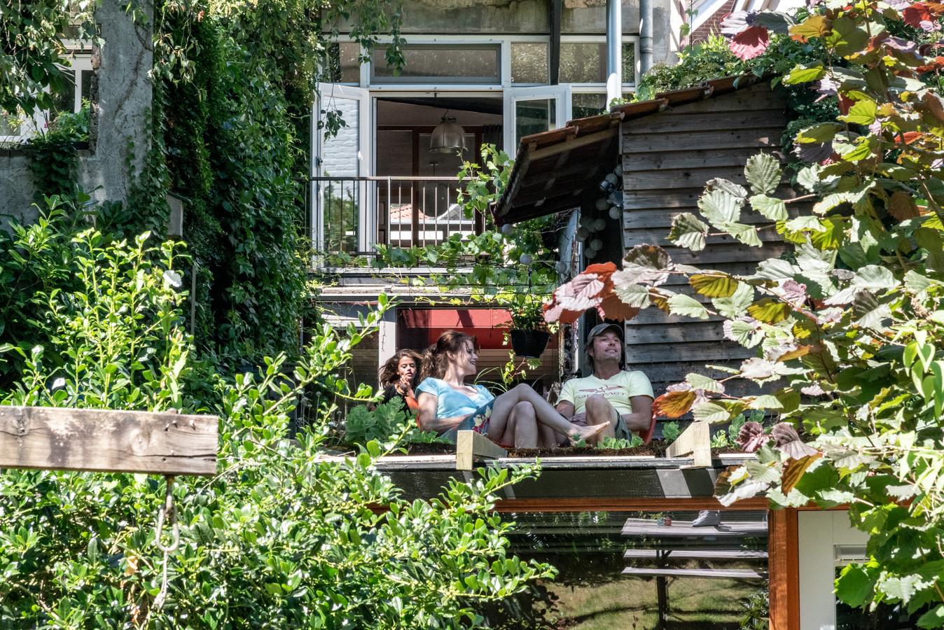Een huis op de rand van stad en natuur is voor Carolien en Tom de ideale combinatie.