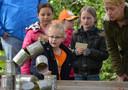 Kinderspelen tijdens Koningsdag in het parkt van Geldermalsen.