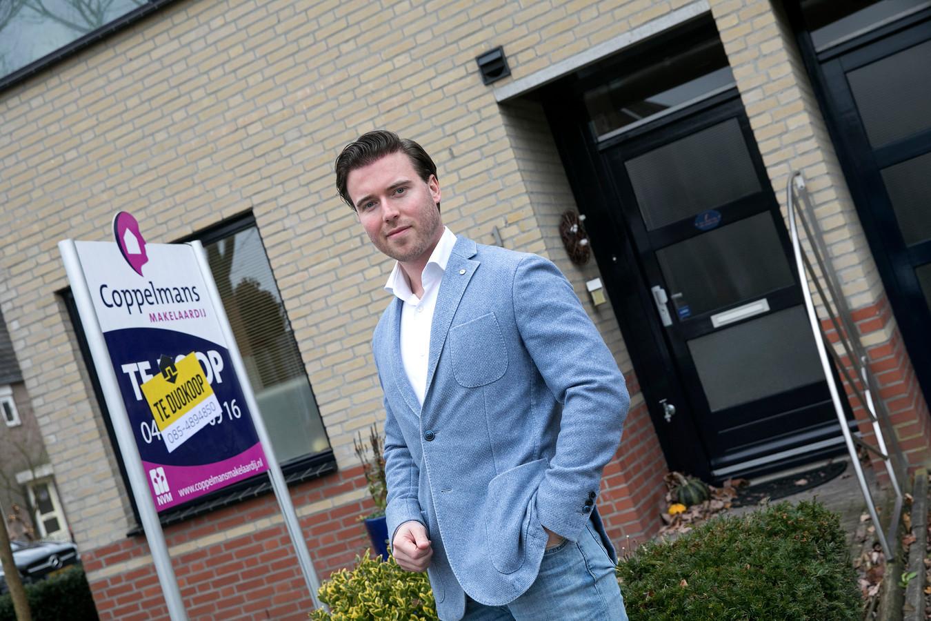 Nick Verhees uit Eindhoven, sales manager Zuid-Nederland van Duowonen bij een woning in Aalst.