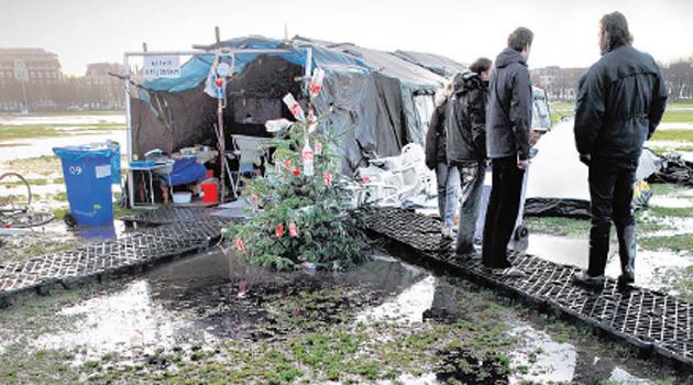 Het verregende Occupy-kamp in Den Haag. Foto Frank Jansen