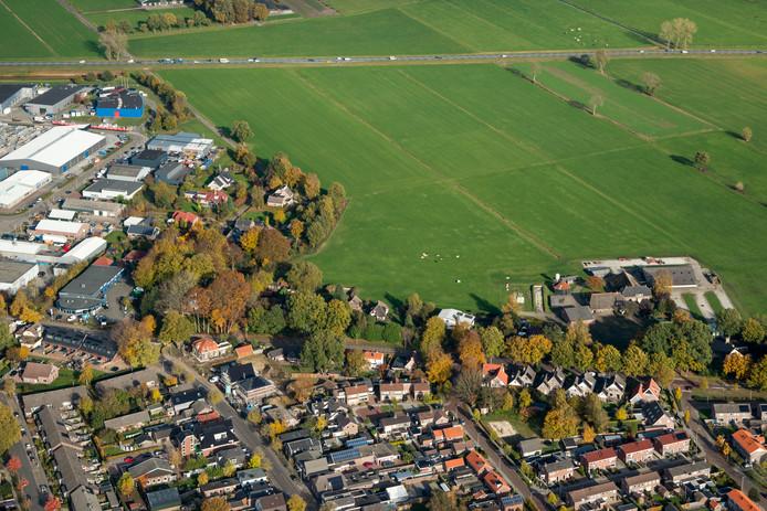 Voor het bedrijfsleven in Heino lonkt 3,5 hectare weidegrond om te bebouwen, maar dat is alleen mogelijk als er een uitgifteverbod komt voor evenveel grond op industrieterrein De Zegge VII in het dorp Raalte.