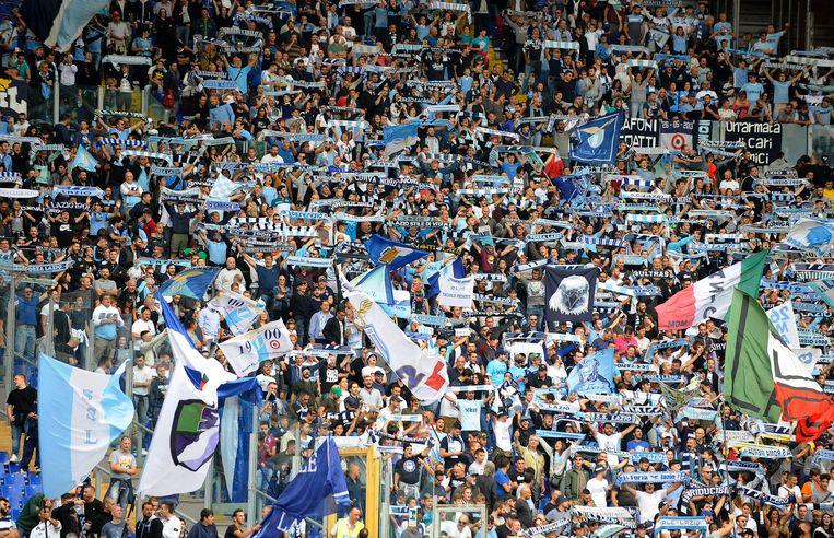 Lazio-fans in het Stadio Olimpico in Rome.