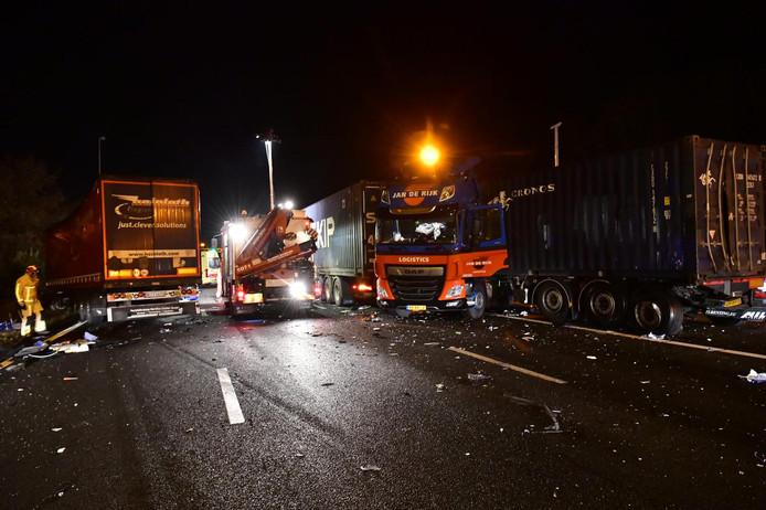 De situatie bij het tweede ongeluk op de A58, bij Oirschot.