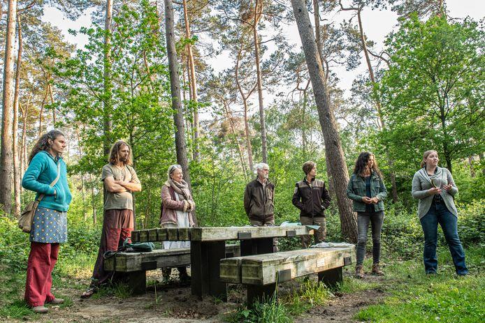 Een groep ongeruste buurtbewoners kwam vorige dinsdag in het bos samen met mensen van het Agentschap Natuur en Bos om de kwestie te bespreken. Al is niet iedereen daarmee gerust gesteld