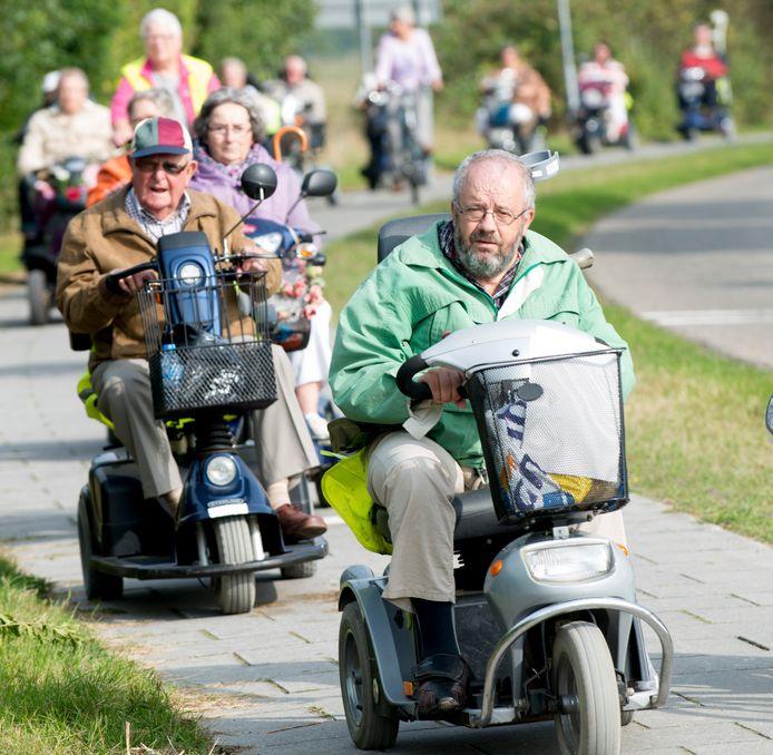 Het aantal scootmobielen, rollators en rolstoelen die de gemeente Lingewaard moet verstrekken schiet omhoog.