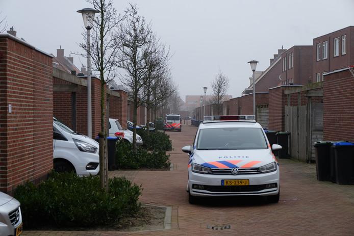 De politie deed gisteren onderzoek in een woning aan de Zilvergracht in Berkel en Rodenrijs.