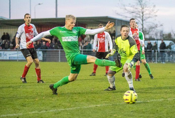 Kapelle en Luctor Heinkenszand (groen) lopen elkaar komend seizoen mis in de derde klasse.