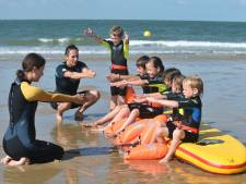 In Koudekerke zwemmen ze al jaren in zee: 'In een prachtig, helder zwembad leer je niet omgaan met stroming'