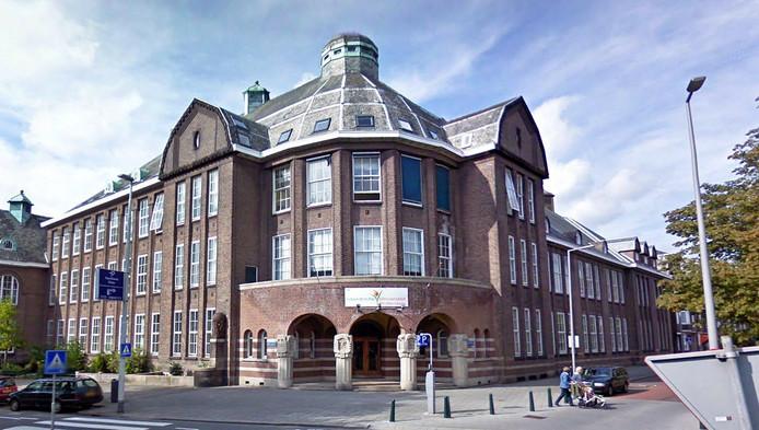 De Islamitische Universiteit in Rotterdam wordt onder verscherpt toezicht gesteld.