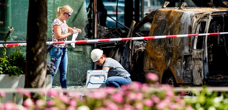 Onderzoek na de aanslag op het gebouw van De Telegraaf in juni 2018. Beeld ANP