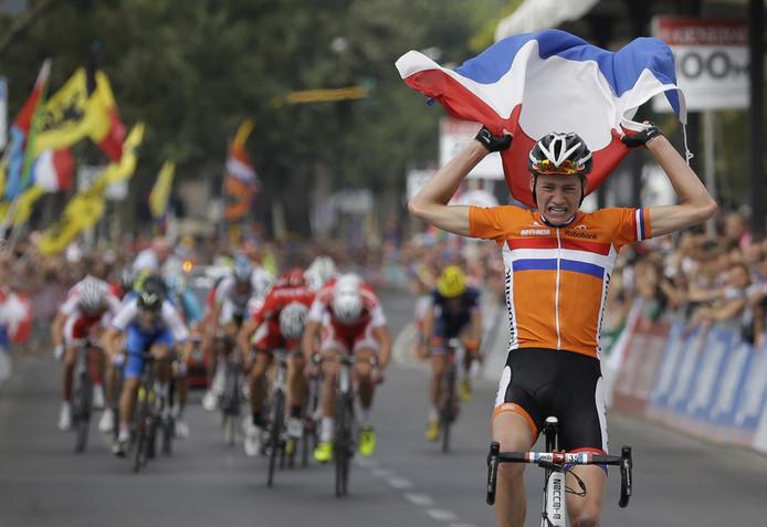 Mathieu van der Poel pakt in Florence de wereldtitel bij de junioren.