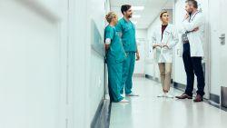 """Salarissen in de zorg: """"Hoger loon zou meer mensen kunnen overtuigen verpleegkundige te worden"""""""