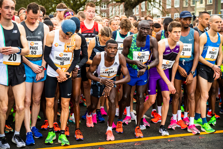Iedereen op een innovatieve schoen bij de CPC Loop, derde van rechts Michel Butter. Beeld Jiri Büller